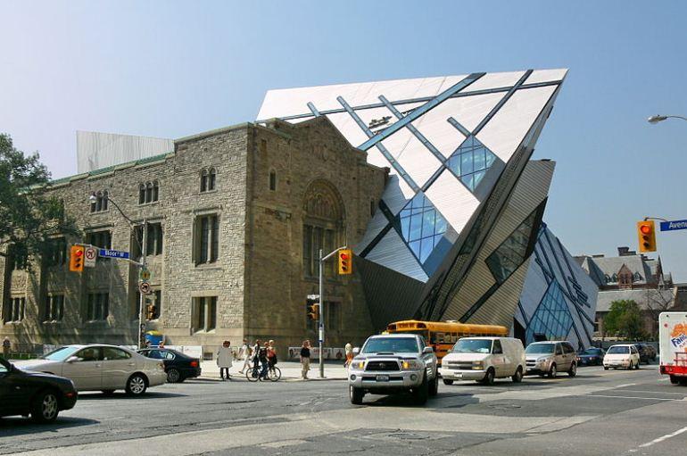 Фасад Королевского музея Онтарио в Торонто - одна из самых известных работ Либескинда.
