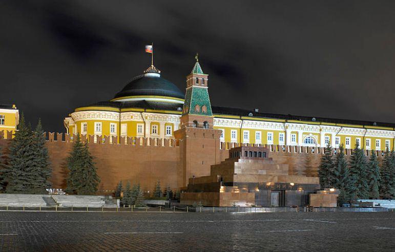 Мавзолей Ленина в Кремлевской стены в Москве - работа архитектора Алексея Щусева ( 1924 - 1929 годы).