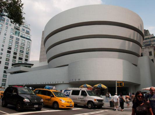 Музей современного искусства в Нью - Йорке, построенный в 1937 году по проекту Эдварда Стоуна.