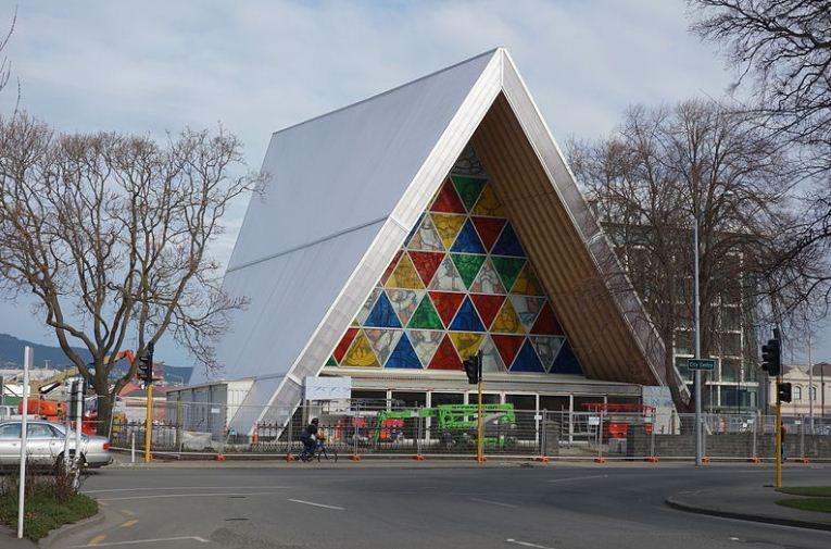 Картонный собор в Крайстчерче ( Новая Зеландия), построенный в 2012 - 2013 годах Шигэру Баном.