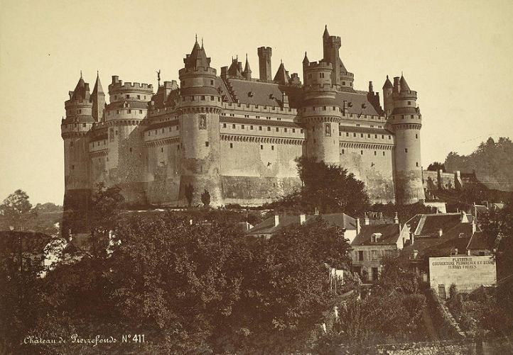 Замок Пьерфон после реставрации Виолле - ле - Дюка.
