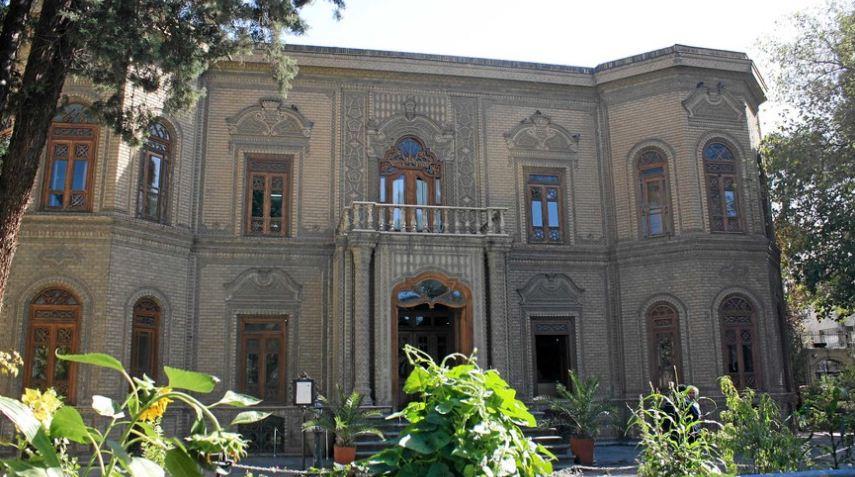 Музей стекла и керамики в Тегеране, построенный в 1978 году по проекту Ханса Холляйна.