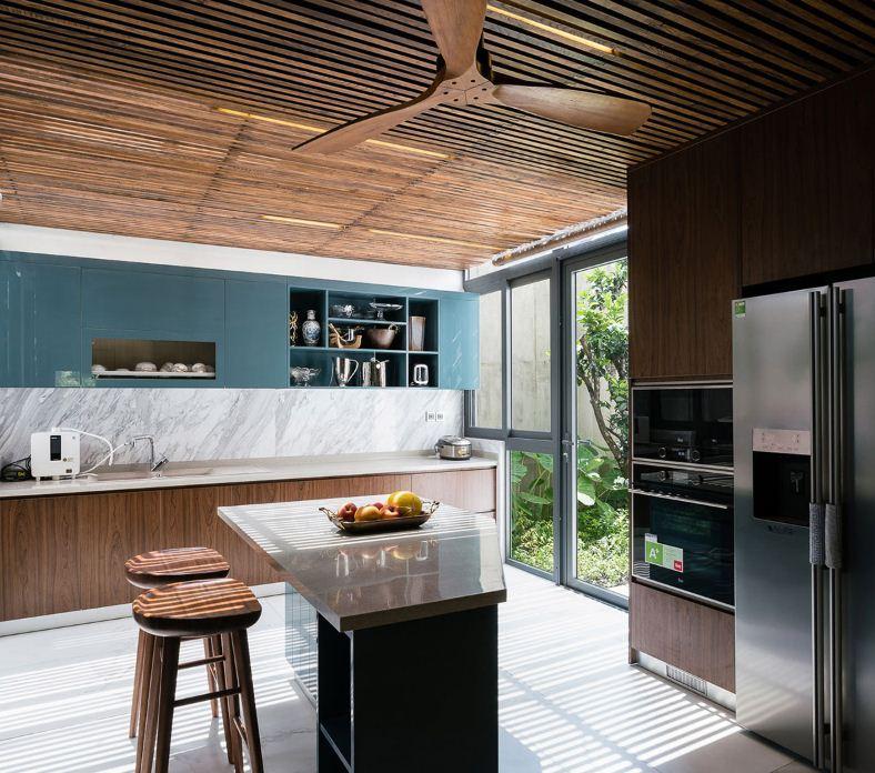 Вентилятор на потолке кухни