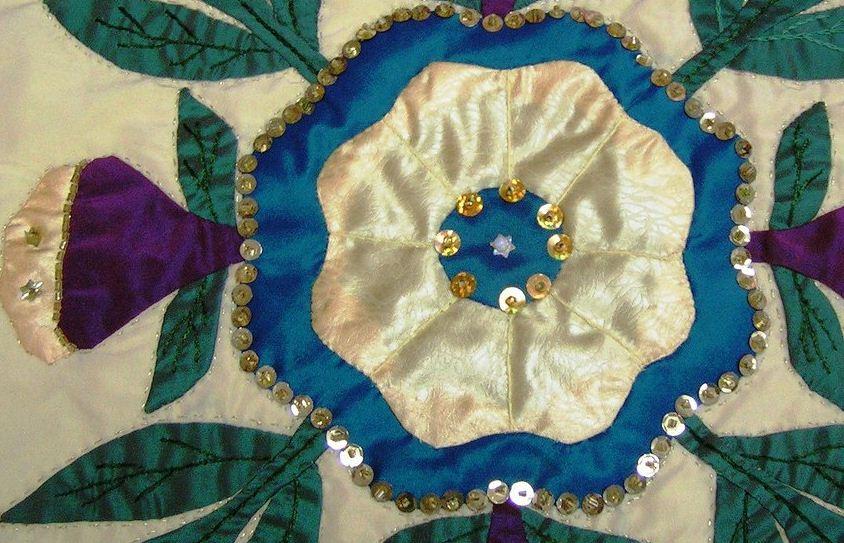 Пайетки и стразы на текстильной аппликации
