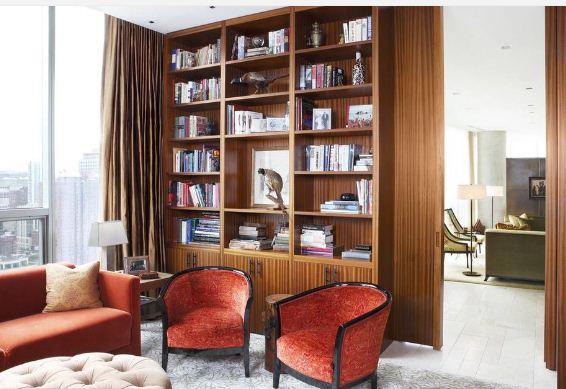 Теплые тона в интерьере домашней библиотеки
