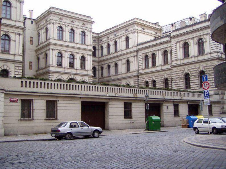 Здание Чешской Академии Наук тоже построено в стилистике неоренессанса