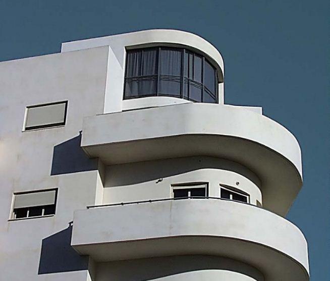 Закругленные углы и балконы зданий