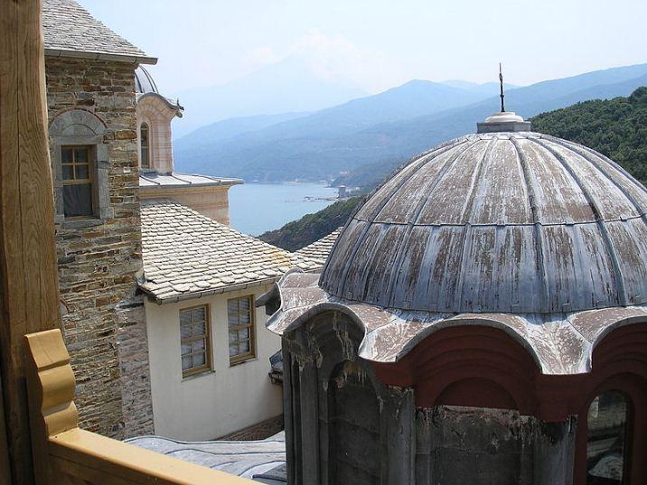 Купол Кафоликона ( вид из монастыря Ставроникиты)