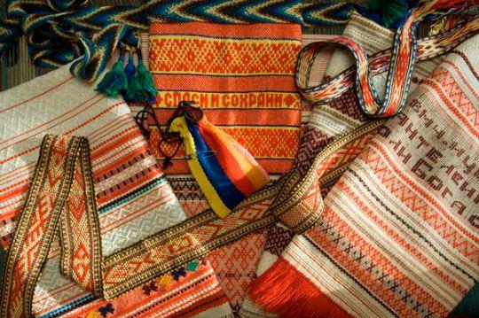 Образцы ручного узорного ткачества