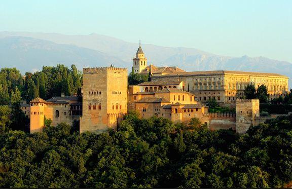 Замок Альгамбра в Испании