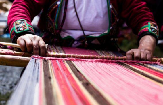Узорное ткачество - распространенный вид народного промысла