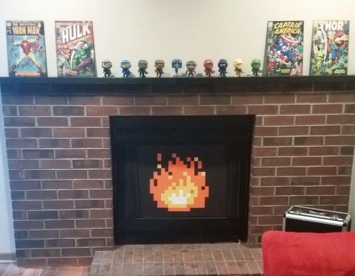 Каминный портал с изображением огня из пикселей.