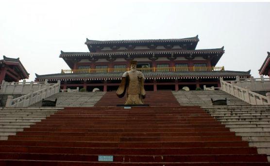 Дворец Эфан - одно из наиболее известных сооружений династии Цинь ( город Сиань, провинция Сычуань).