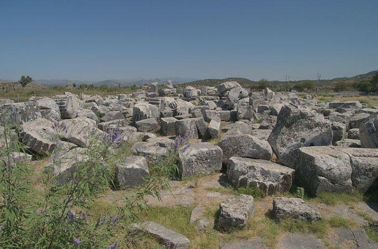 Развалины храма Артемиды Левкофрины