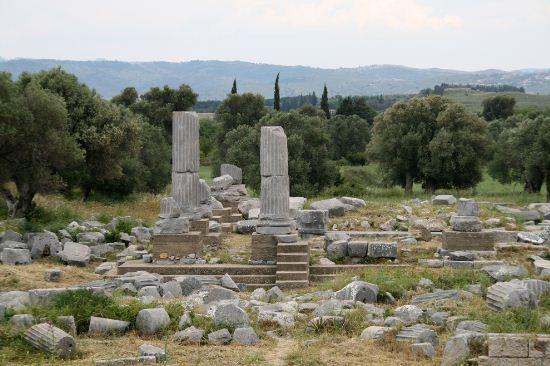 Руины храма Диониса в Теосе