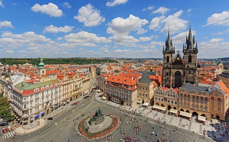Староместская площадь в Праге с видом на Тынский храм