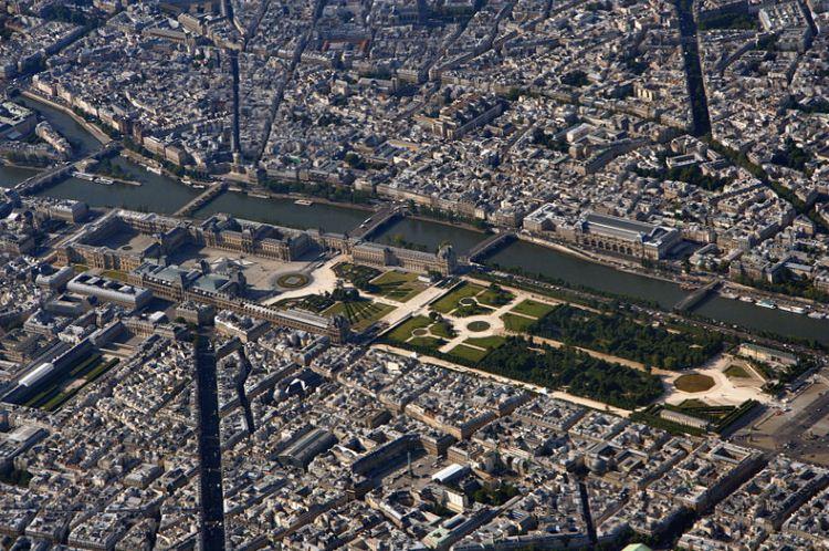 Ансамбль Лувра в Париже