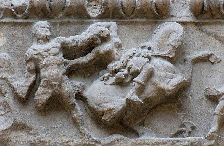 Фрагменты фриза храма Артемиды ( коллекция Лувра в Париже).