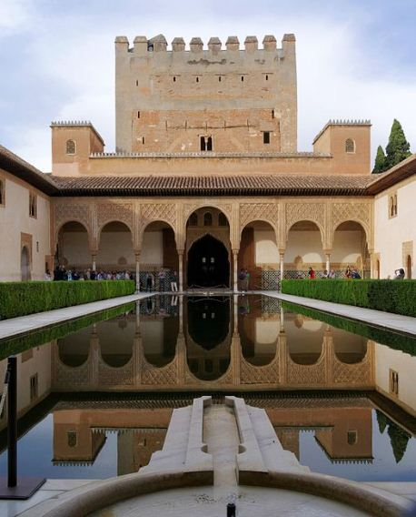 Альгамбра в Гранаде ( юг Испании).