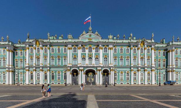 Дворцовая площадь в Санкт - Петербурге