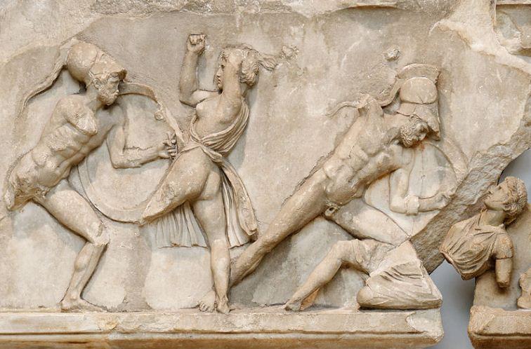 """Скопас """" Битва греков с амазонками"""" ( фрагмент фриза Галикарнасского мавзолея, украшенного скульптурным рельефом)."""