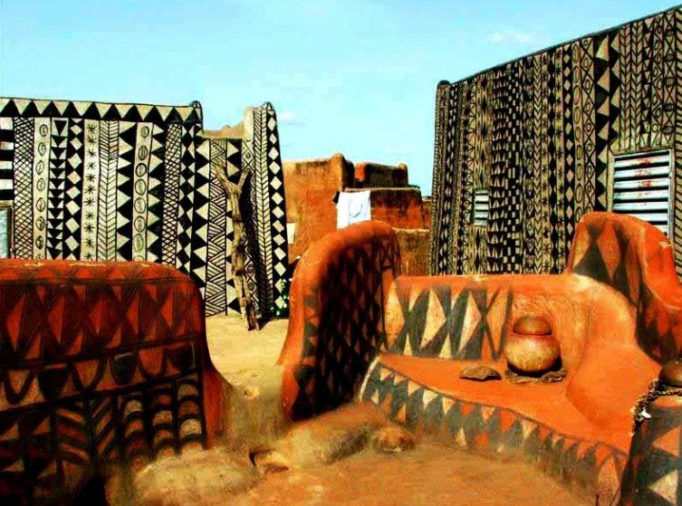 Уникальные расписные дома Тьебель - Кораби