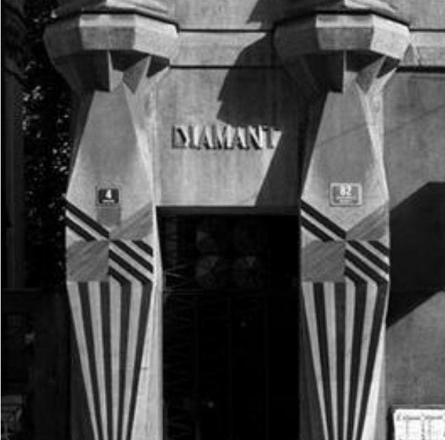 """"""" Дом - бриллиант"""" в Праге ( 1912 - 1913 годы, автор Эмиль Краличек)."""