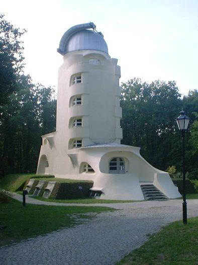 Башня Эйнштейна в потсдамском районе Бабельсберг, построенная по проекту Эриха Мендельсона.
