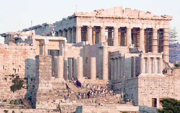 Афинский Акрополь - выдающийся исторический памятник Греции