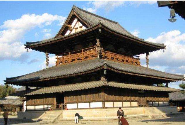 Буддийский комплекс в Хорюдзи ( Япония) - древнейший из дошедших до наших дней храмовых ансамблей в стране, построенный из дерева в VII - VIII веках мастерами из Китая.