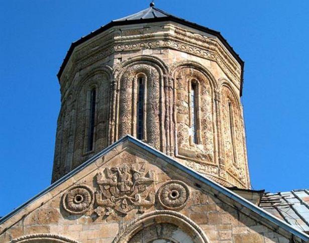 Барабан купола собора Никорцминда ( Грузия).