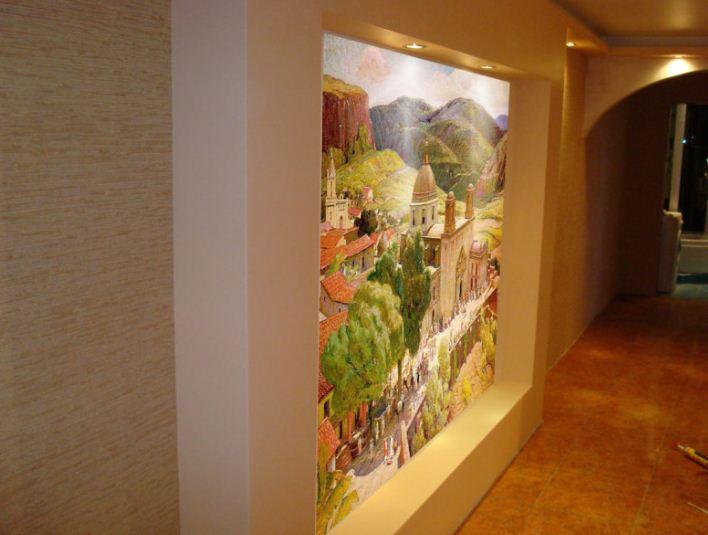 Картину - фреску можно сделать в нише и оборудовать светодиодным освещением.