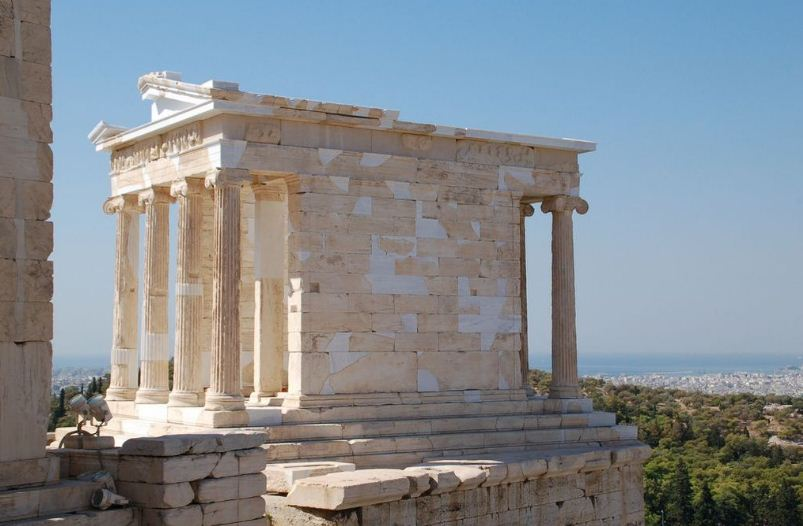 Храм Ники Аптерос - яркий образец амфипростиля