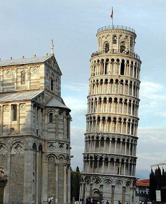 Пизанская башня ( Италия).
