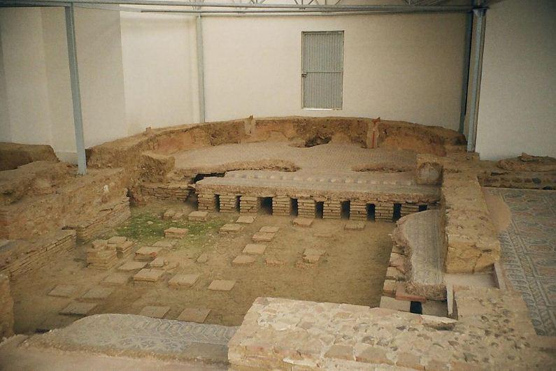 Экседра в руинах римской виллы.