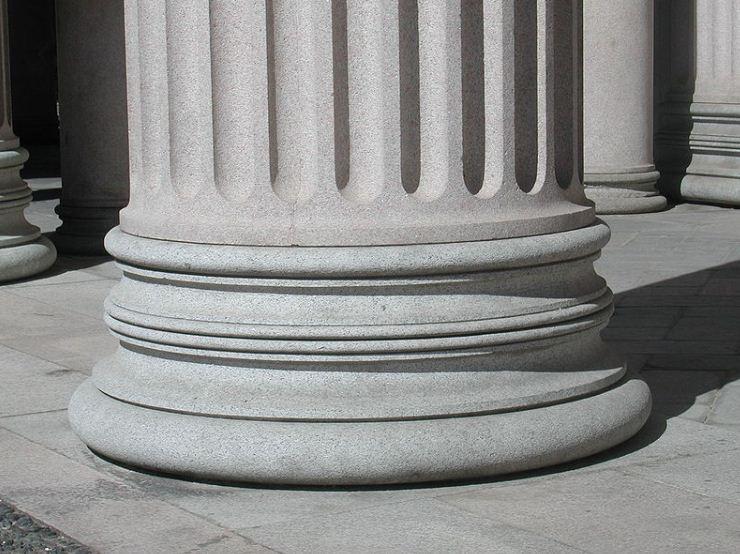 Аттическая база колонны собора в Новаре