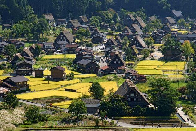 Исторические села Сиракава - го и Гокаяма были основаны в конце XII века.