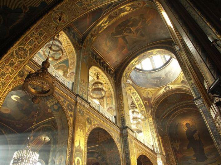 Во Владимирском соборе ( Киев) хоры расположены над боковыми нефами храма.