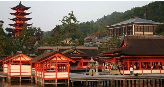 Святилище Ицукусима на острове Миядзима строилось с VI века.