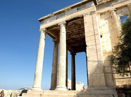 Изящный энтазис античных колонн