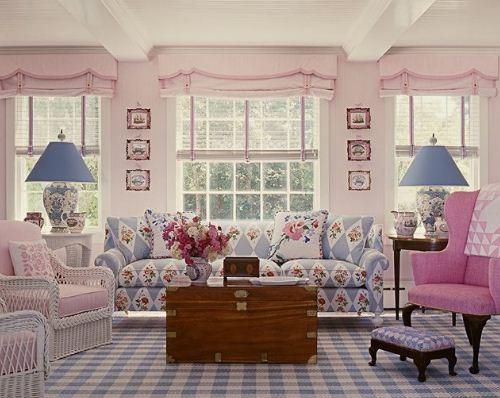 Весенний интерьер гостиной - пастельные тона, обилие света и воздуха.