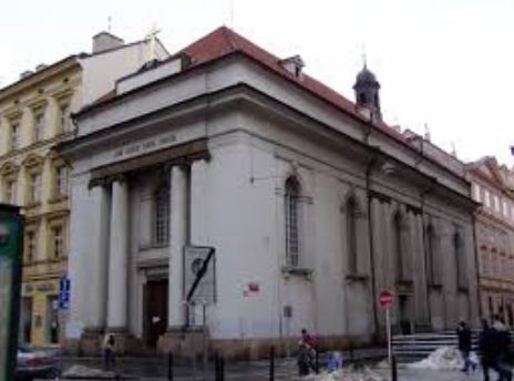 Костёл Святого Креста в Праге - образец зрелого классицизма.
