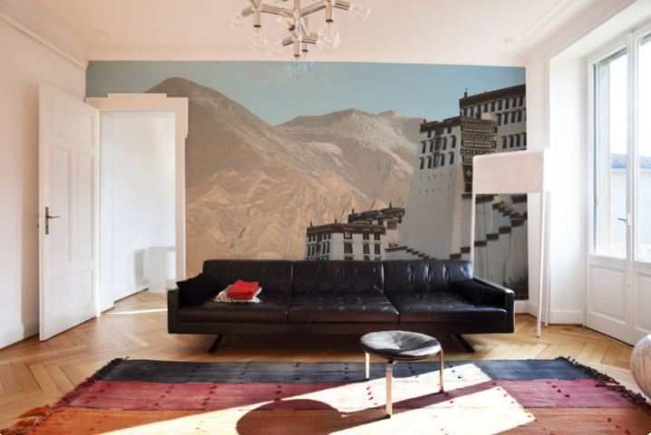 Фреска на стене гостиной