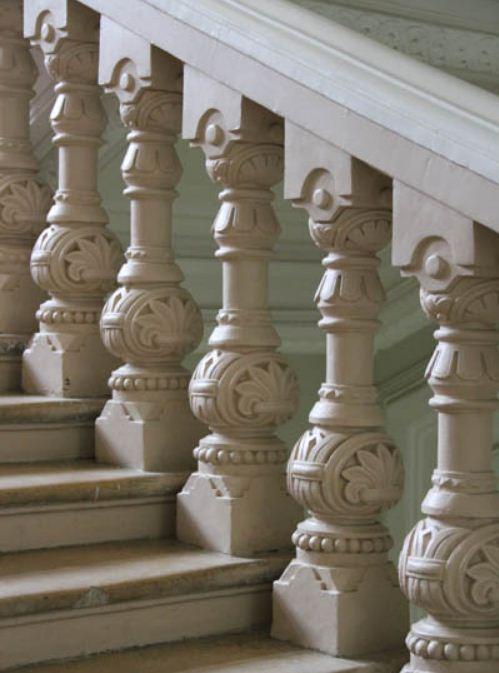 Балясины в псевдорусском стиле ( интерьер здания Политехнического музея в Москве).