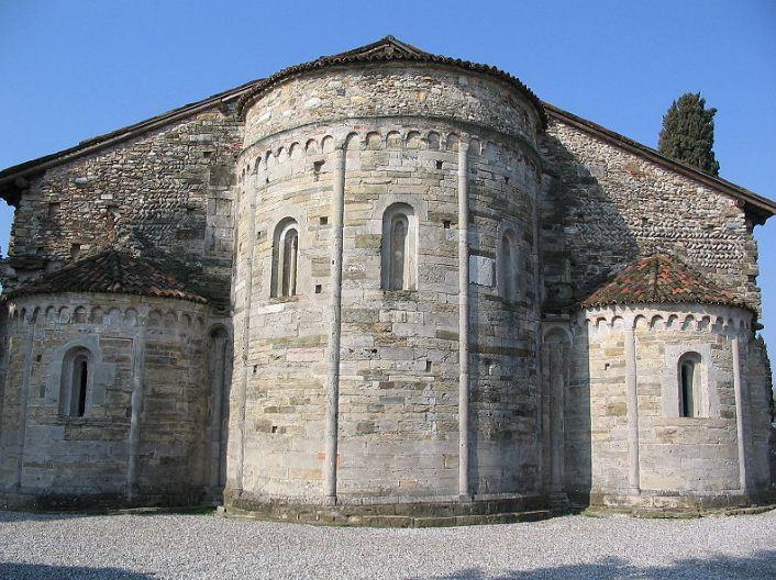 Тройная апсида базилики святой Иулии в Бонате - Сотто