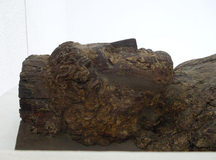 Деревянный саркофаг карфагенянина из Керкуана.