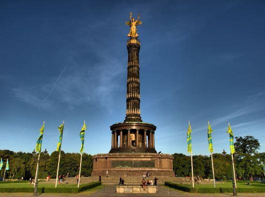 Триумфальная колонна Победы в Берлине ( Германия).