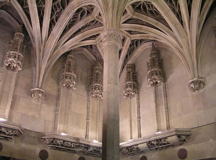 Капелла Клюни - нервюры свода опираются на пяты, расположенные на стенах.