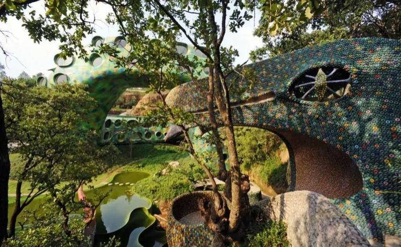 Естественный ландшафт местности стал отправной точной в создании всего комплекса.