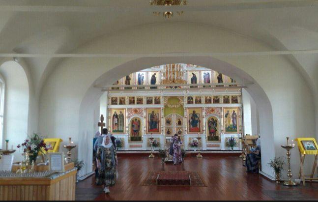 Внутреннее убранство храма Петра и Павла